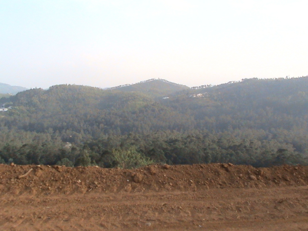 Aruvankadu Land for Sale. Ooty to Coonoor Main Road with Hill View (4/6)