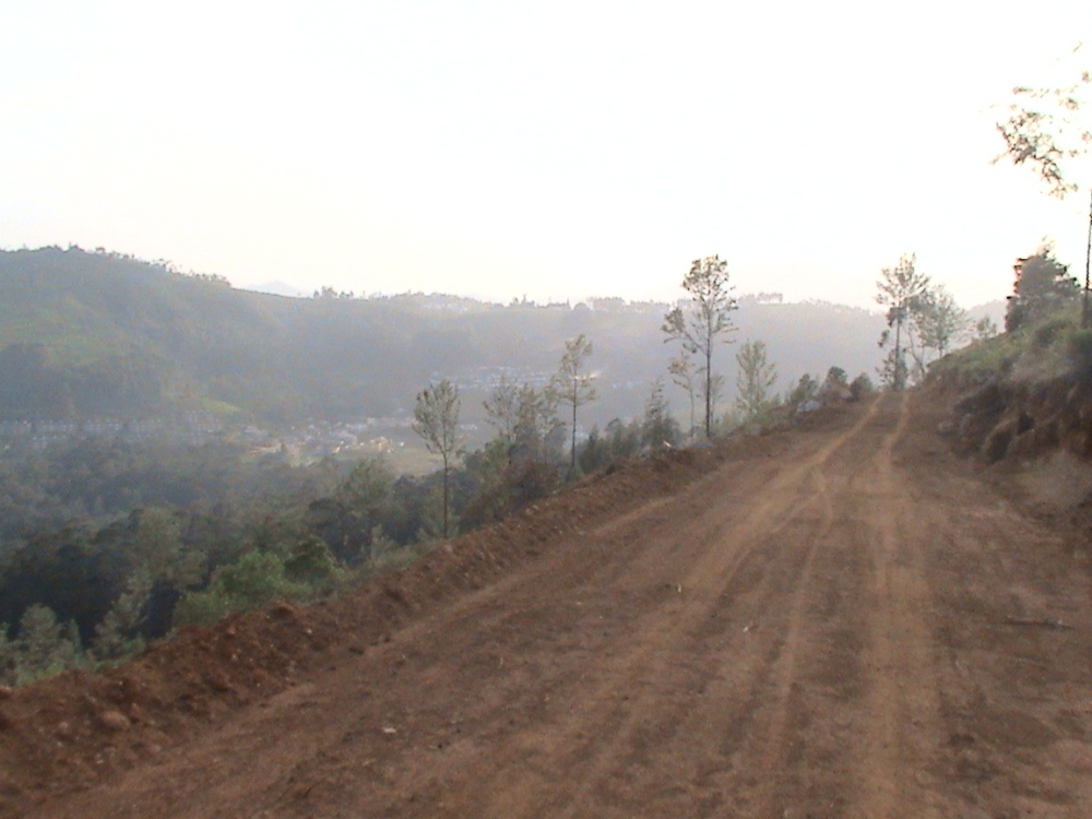 Aruvankadu Land for Sale. Ooty to Coonoor Main Road with Hill View (5/6)