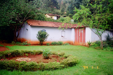 Colonial Bungalow for sale with 2acres of land in Coonoor, Ooty (2/6)