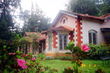 Colonial Bungalow for sale with 2acres of land in Coonoor, Ooty (3/6)